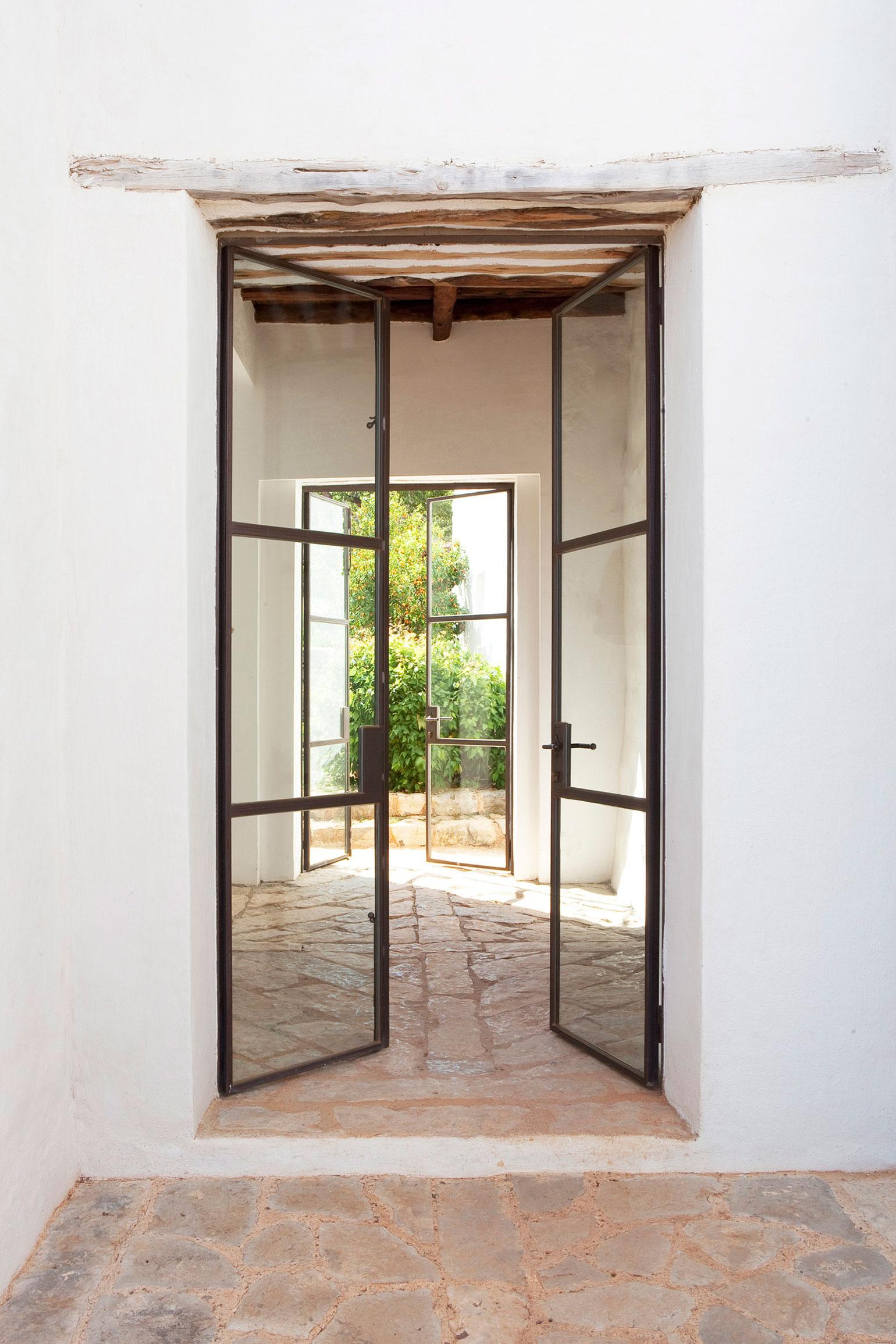 Modern Finca Can Basso transformation entrance cross ventilation