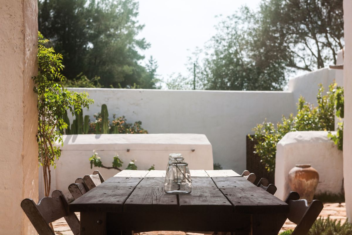 Modern Finca Can Basso transformation outdoor dining