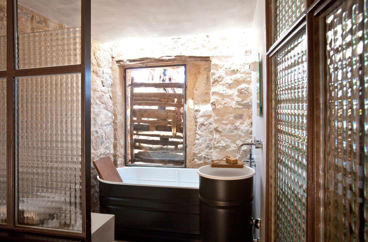 Modern Finca Can Basso transformation vintage bathroom