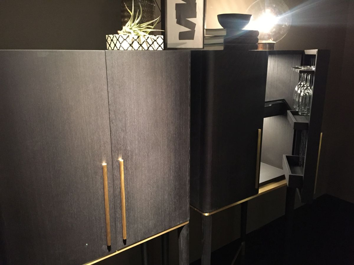 Modern standing bar dressing with gold accents