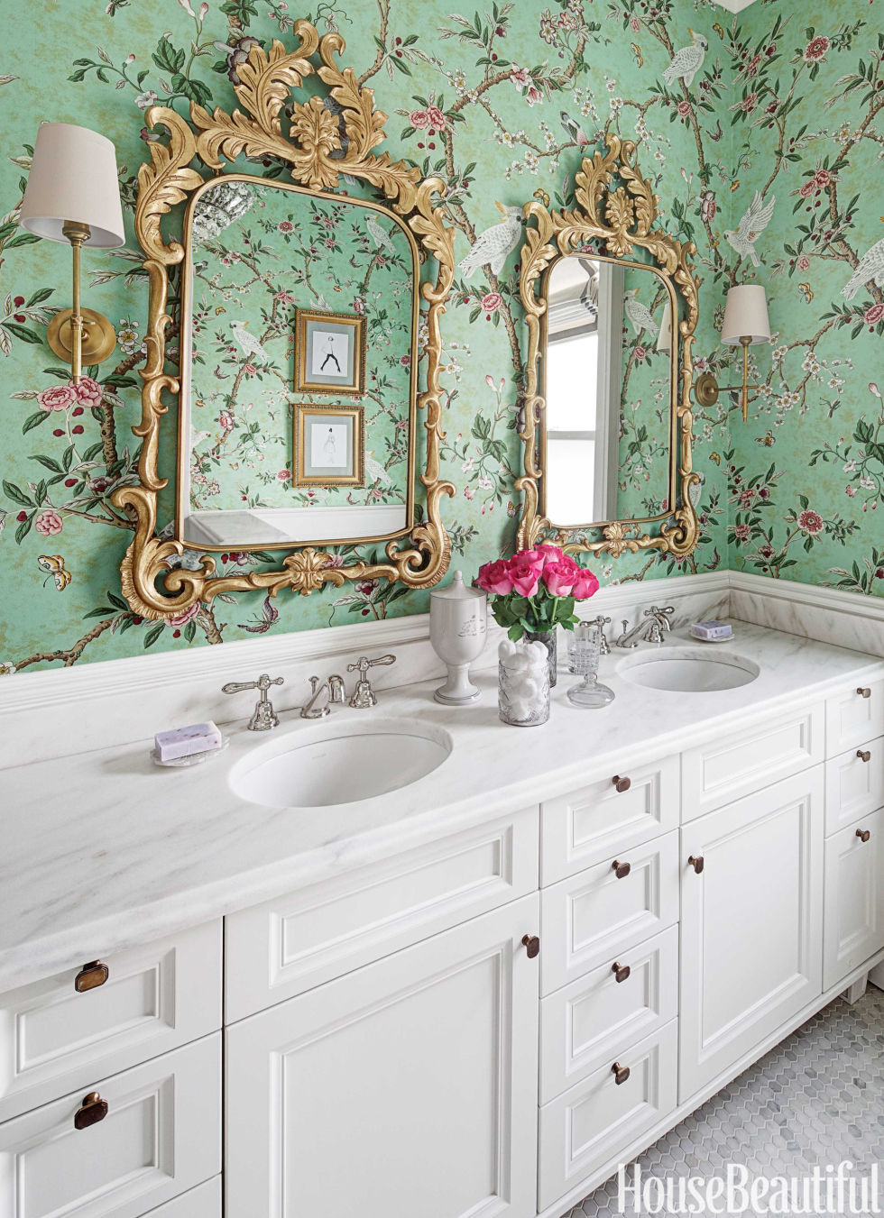 30 gorgeous wallpapered bathrooms for Beautiful washrooms