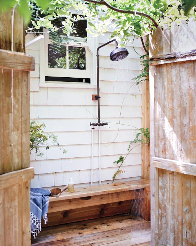 Outdoor bench shower