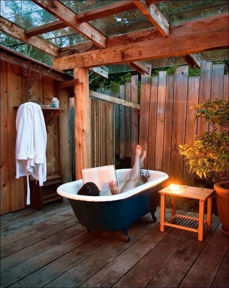 Outdoor covered tub