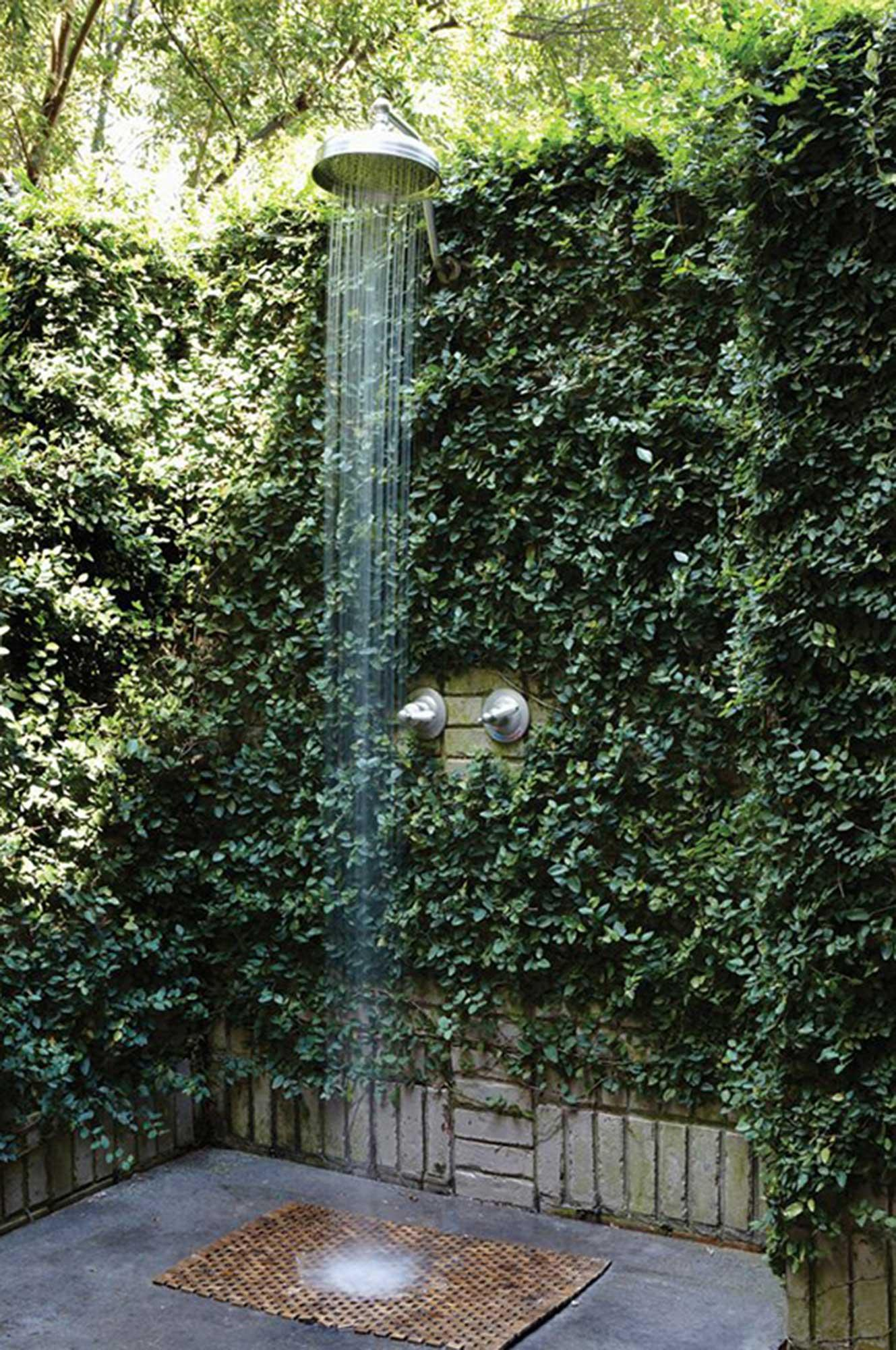 Outdoor ivy shower