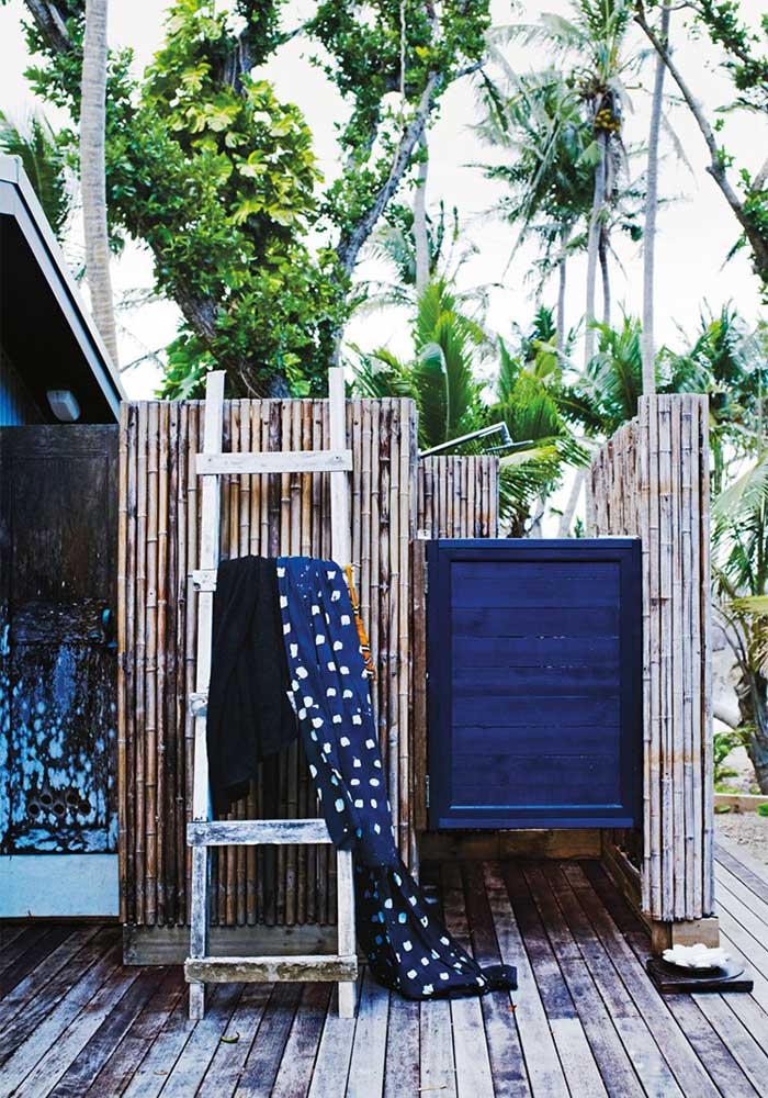 Outdoor stall shower