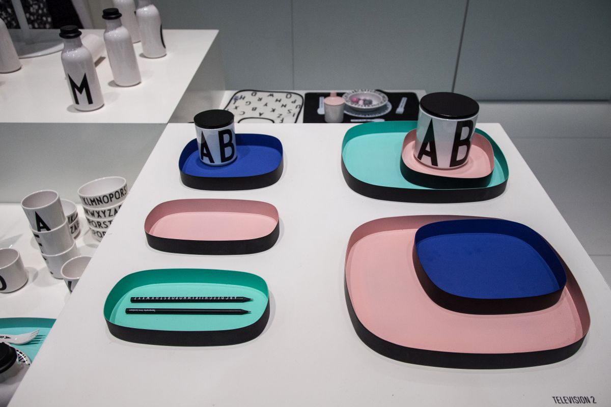 Oval colorful trays
