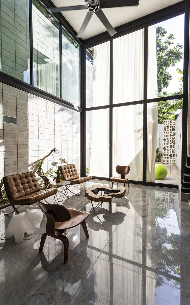 Raw House in Yucatan airy lounge area