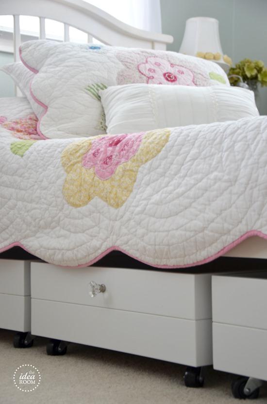 Rolling storage system under bed