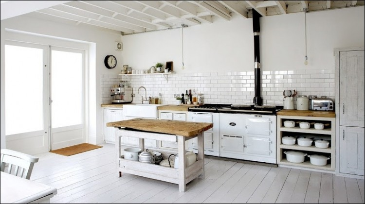Rustic kitchen in white with subway tiles : kitchen-with-subway-tile - designwebi.com
