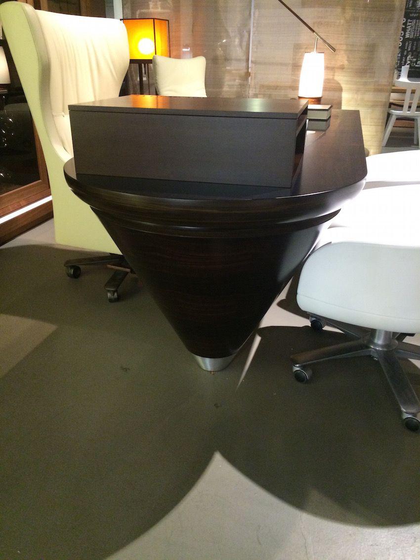 Scriptor Desk leg