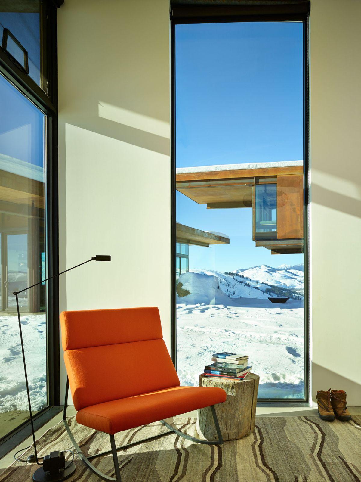 Studhorse residence corner chair