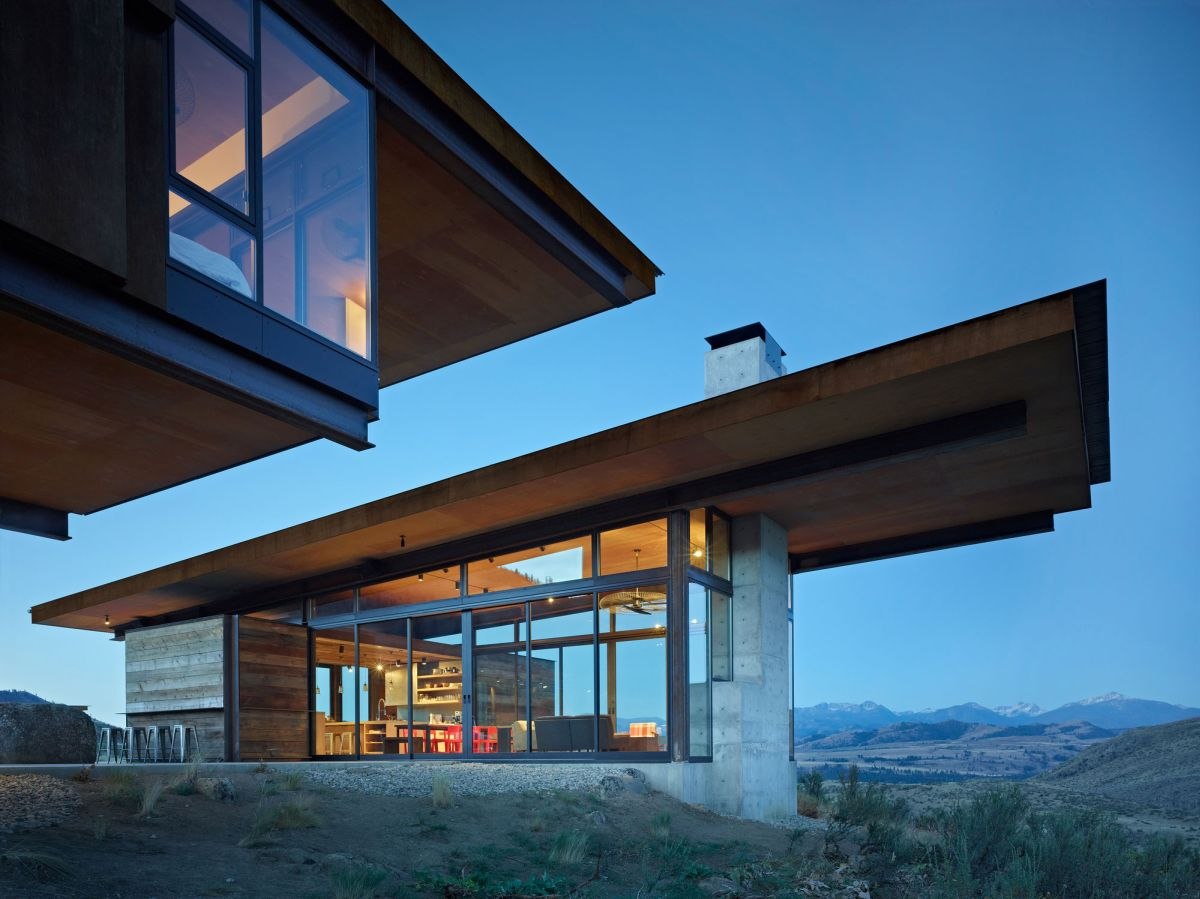 Studhorse residence overhang
