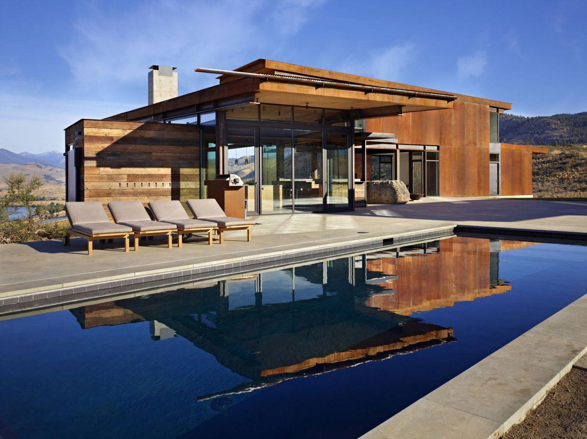 Studhorse residence pool side area