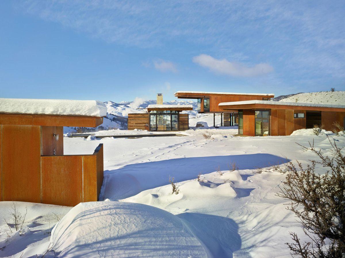 Studhorse residence separate buildings