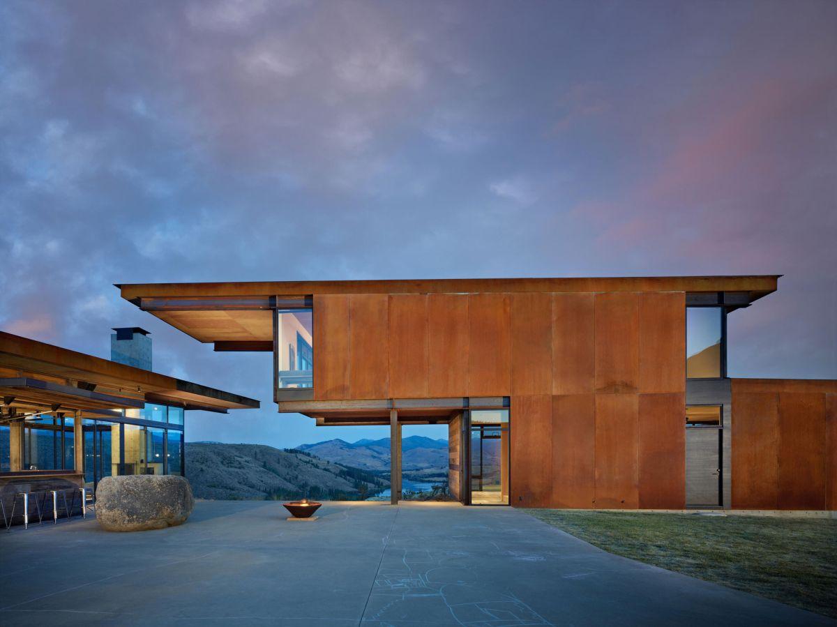 Studhorse residence wood facade