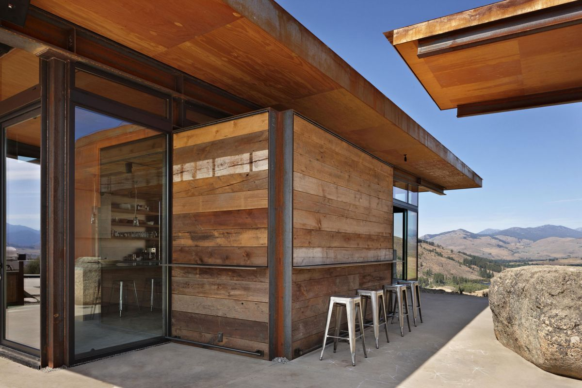 Studhorse residence wood siding