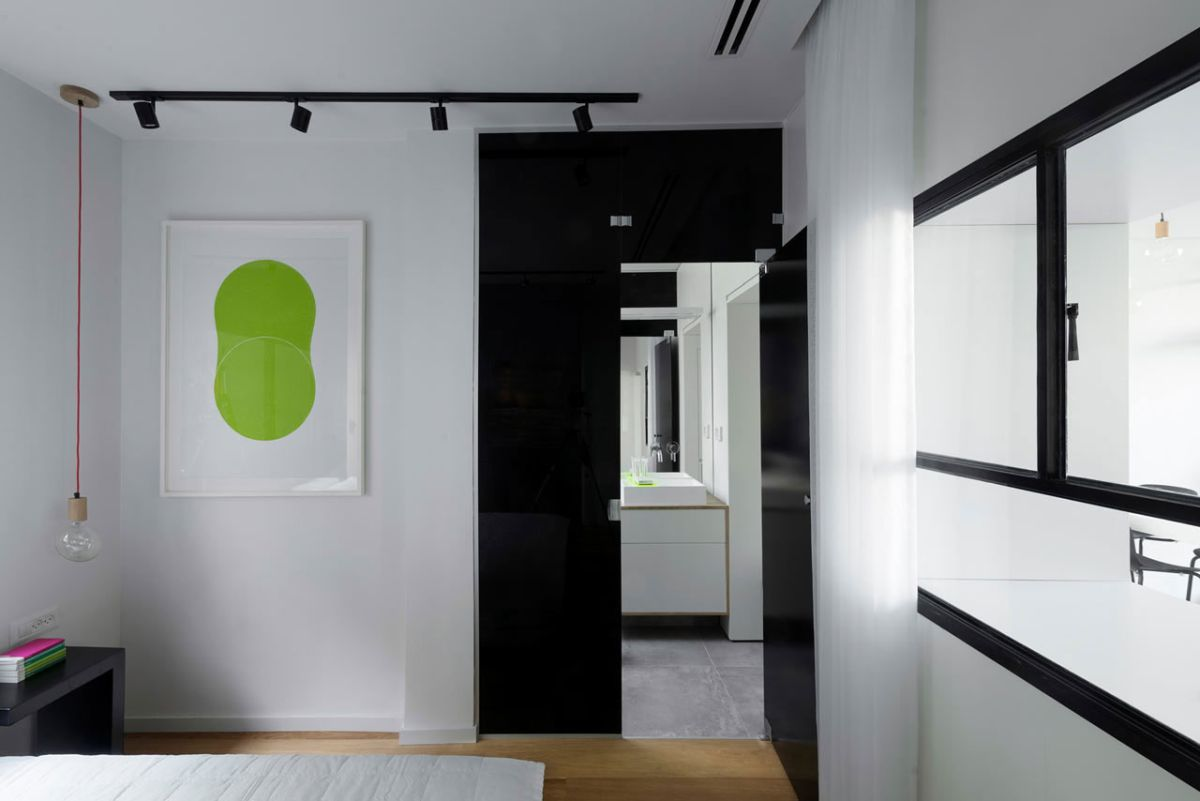 Tel Aviv apartment with Japanese design influences - second bedroom black and white