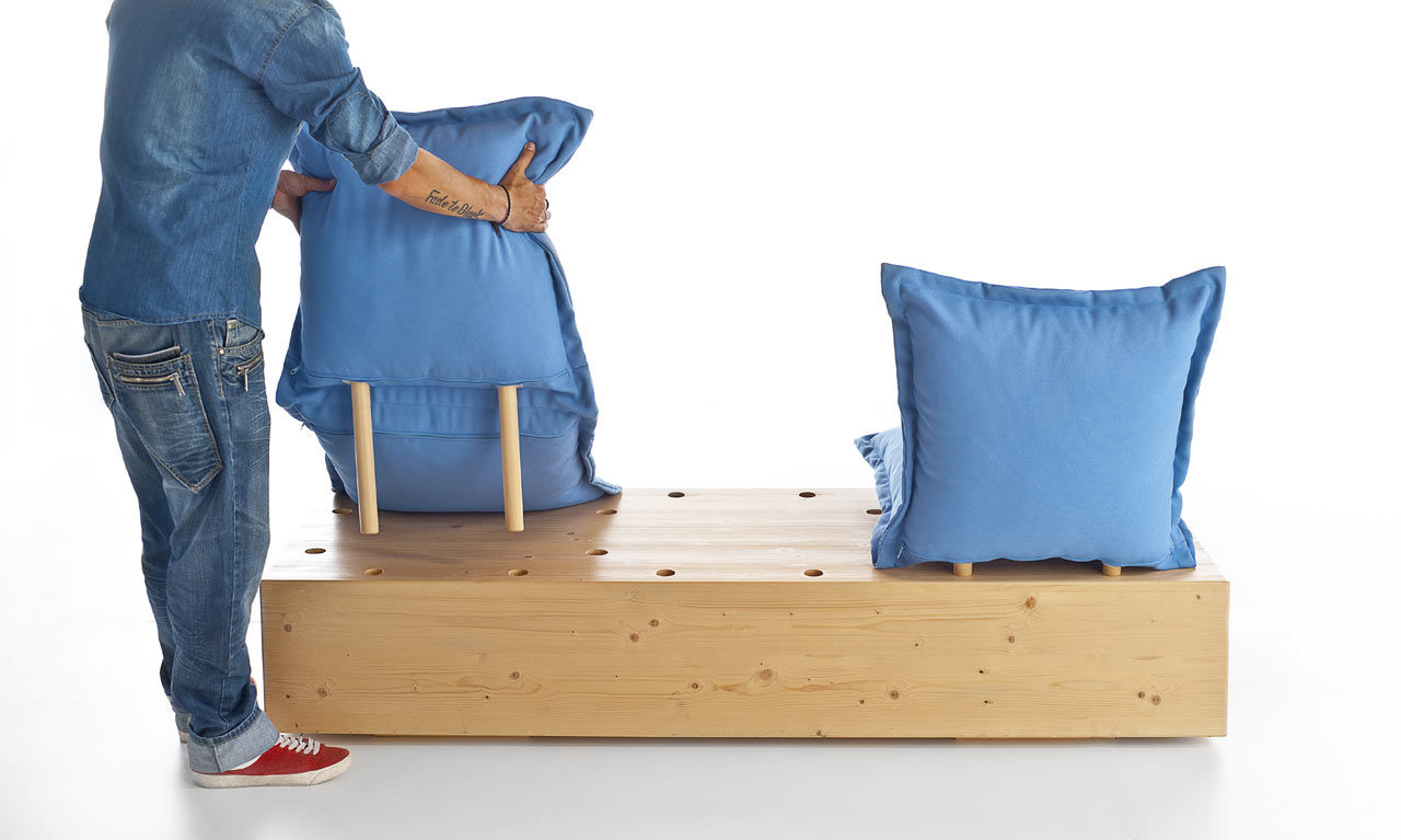 The Facile sofa with pillows