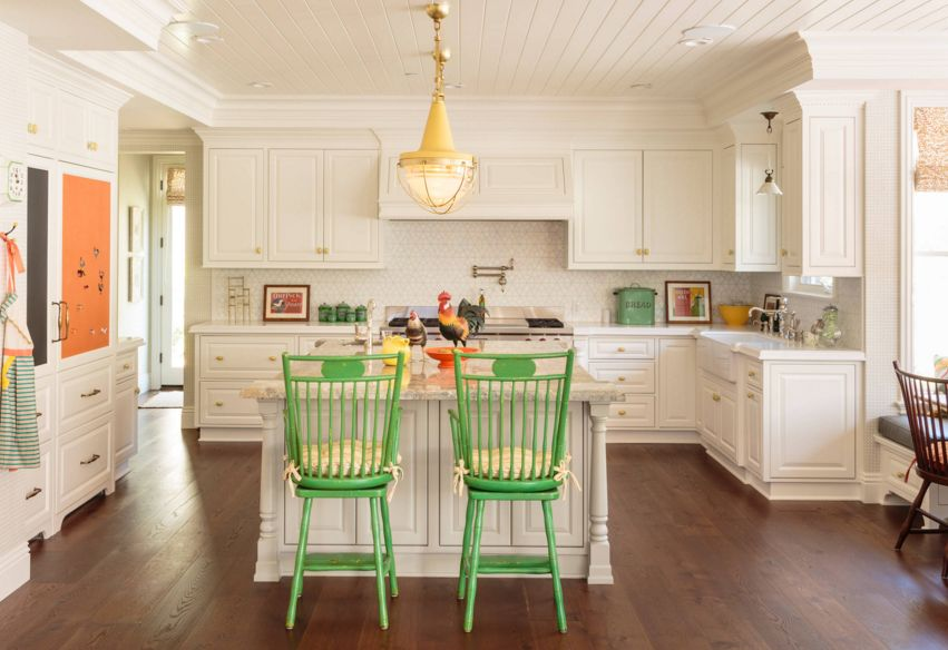 Traditional white kitchen wiht yellow door knobs and quartz countertop