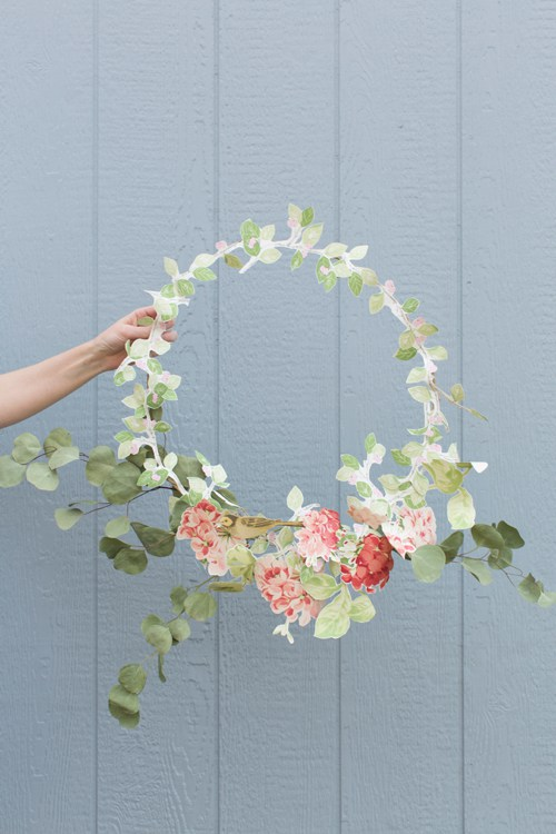Wallpaper floral wreath
