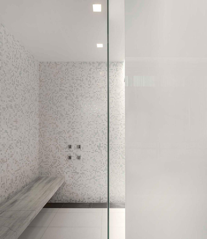 White House in Brazil bathroom shower