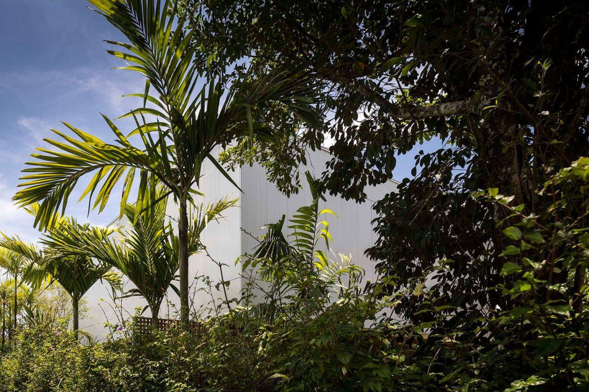 White House in Brazil lush surroundings