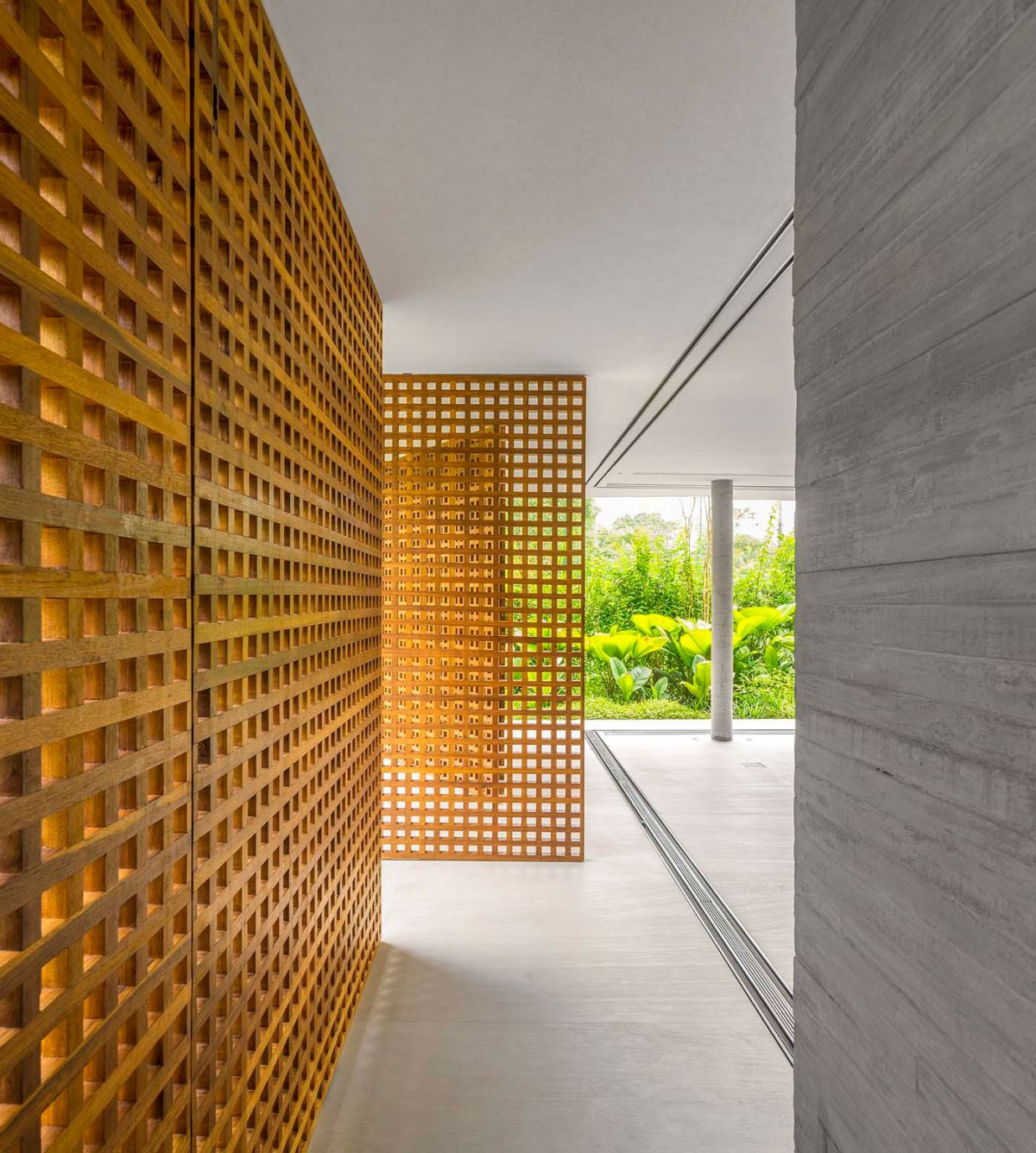 White House in Brazil pivoting wood walls