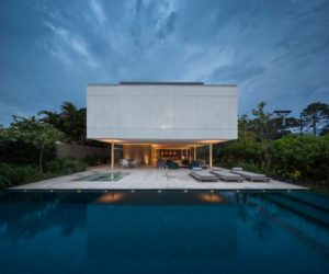 Tropical Brazilian Retreat Takes Simple Materials To A New Level