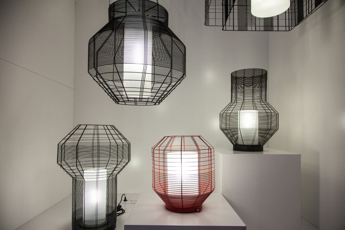 Wire lighting fixtures