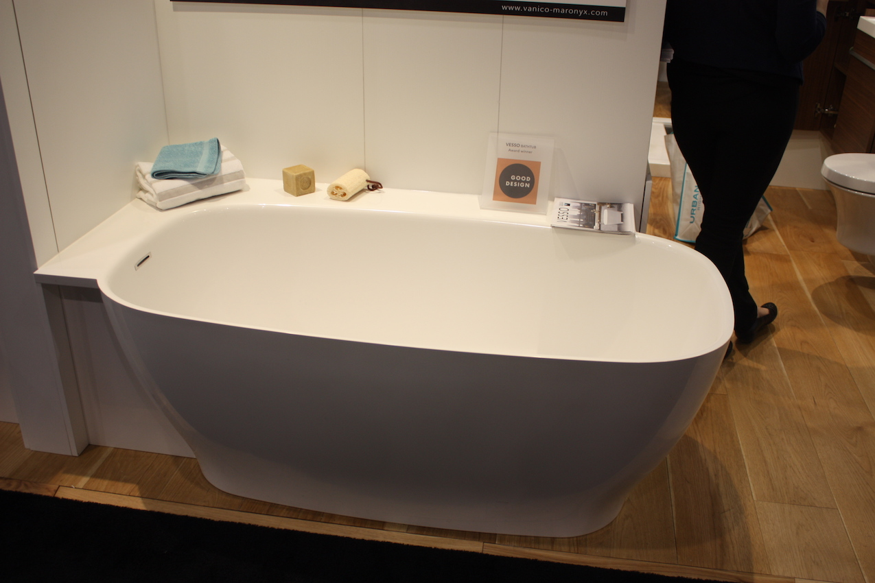 Zitta half shelf tub. A Modern Take on an Old Concept  Freestanding Bathtubs