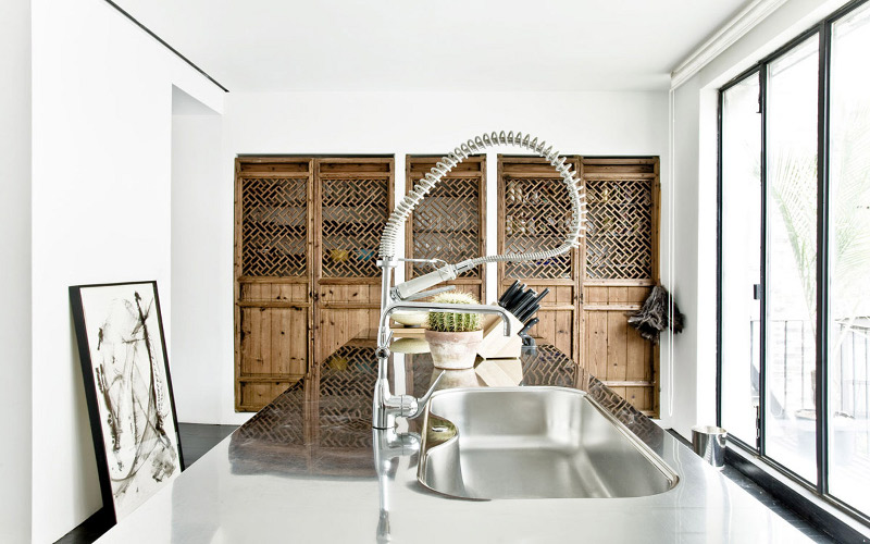 mesmerizes kitchen design with stainless steel top