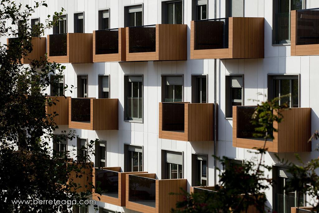 32 Fadura Dwellings spain glass and wooden balcony