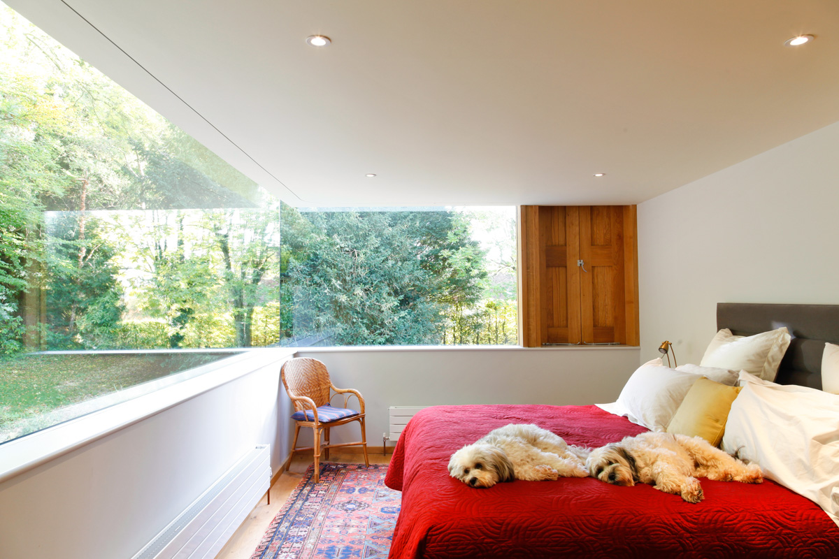 A Cantilevered Glazed Extension by Stephen Marshall Architects Bedroom