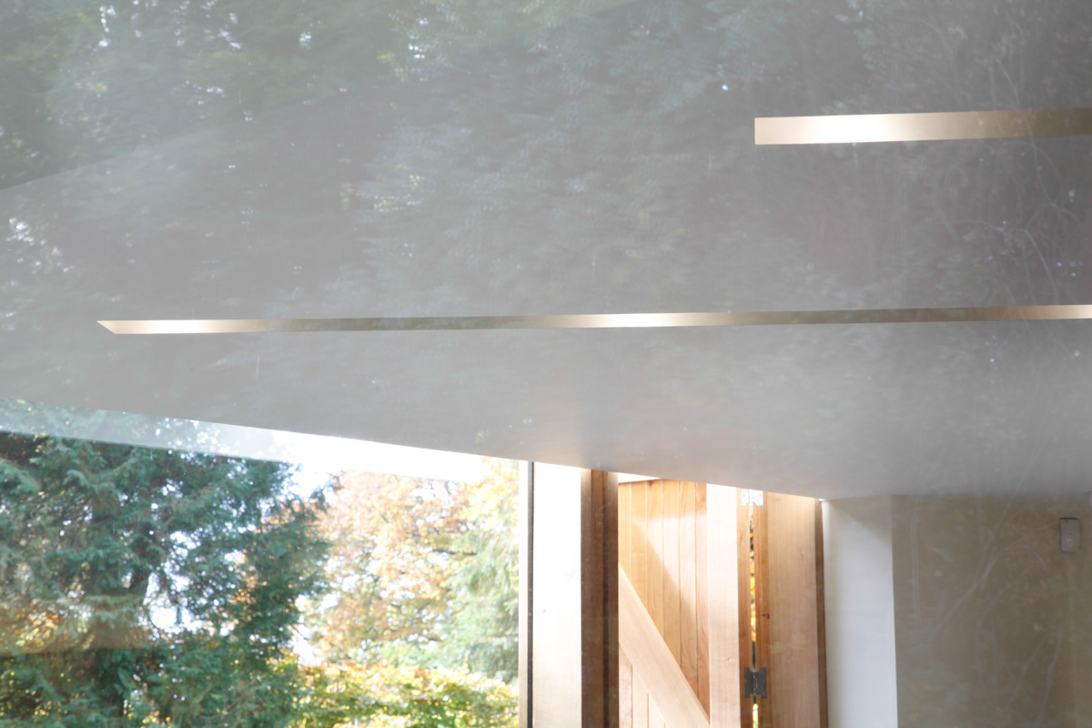 A Cantilevered Glazed Extension by Stephen Marshall Architects - ceiling