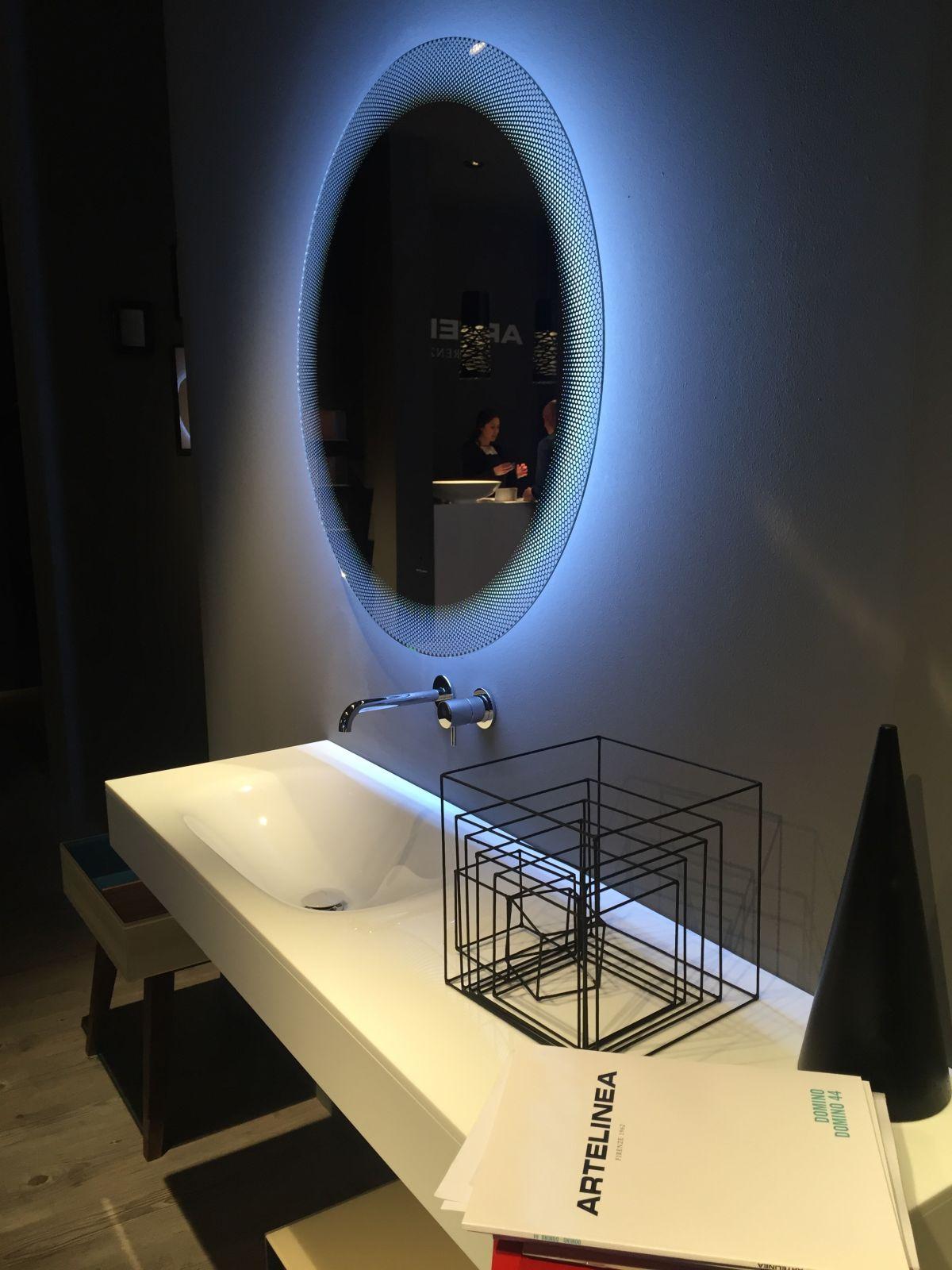 Artelinea bathroom design with mirror