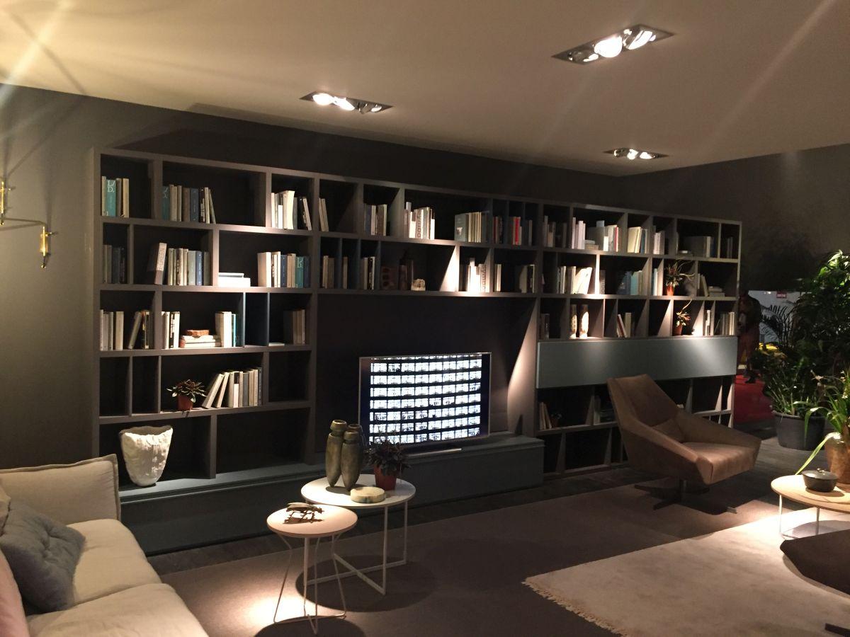 Bookshelves wrapp the TV