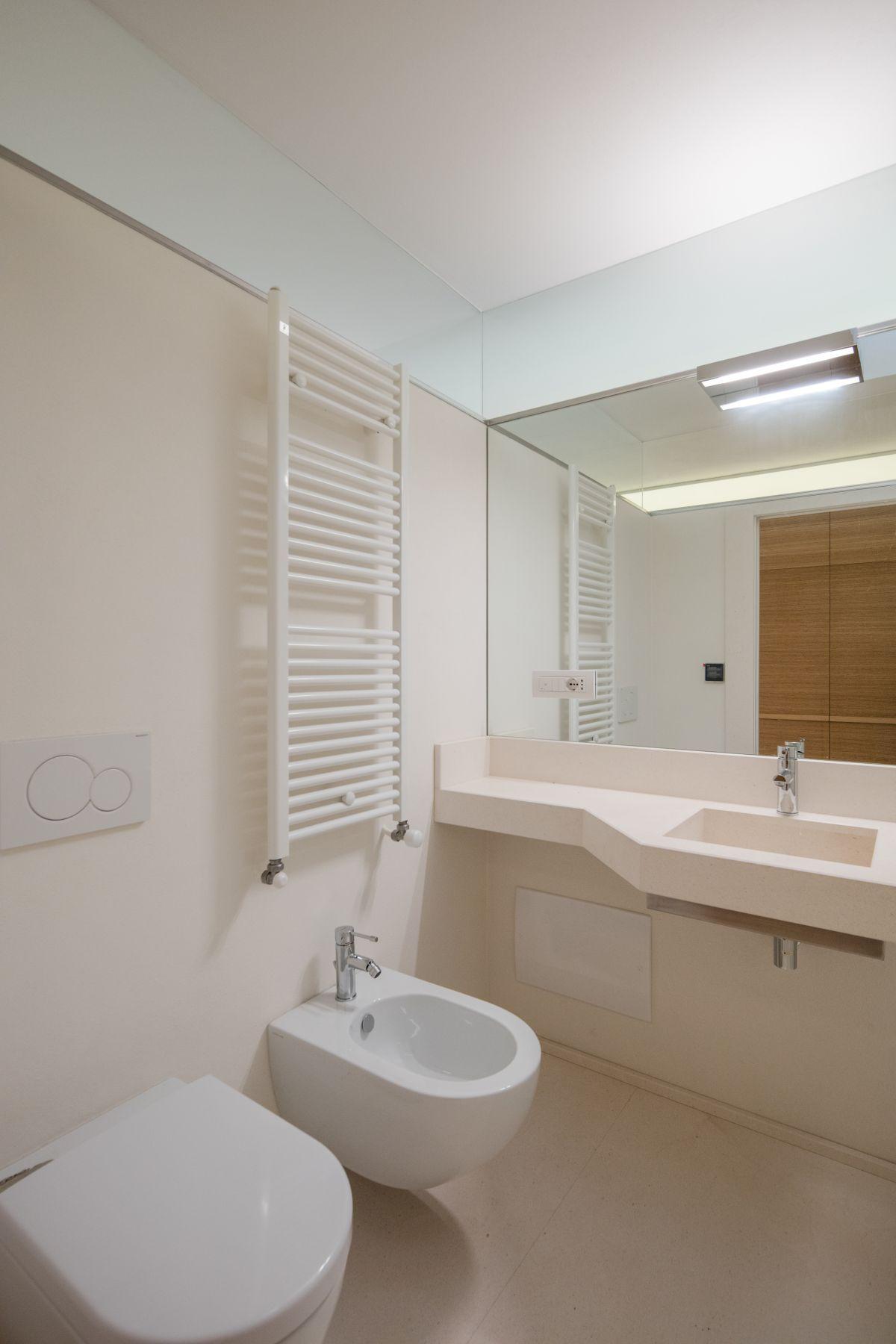 Casa nel Bosco bathroom mirror