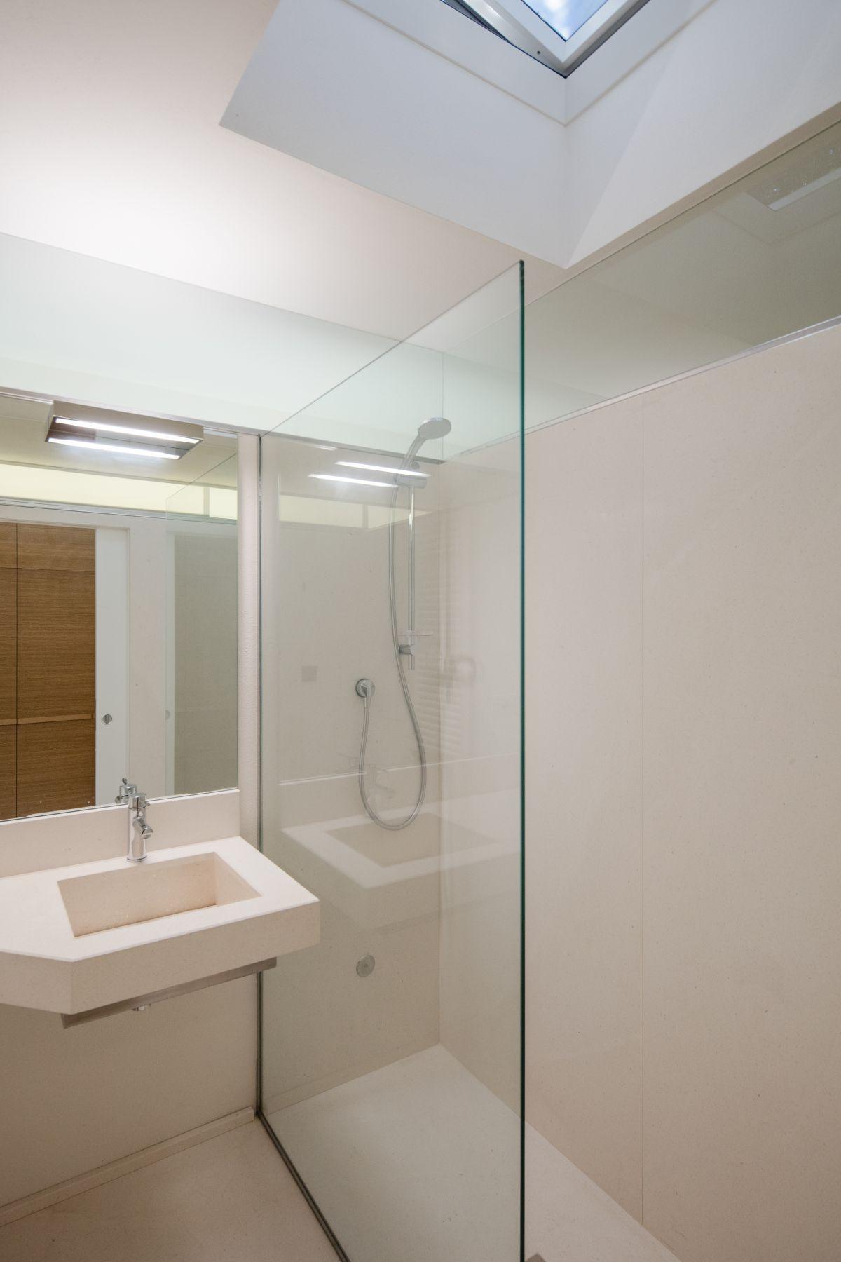 Casa nel Bosco compact bathroom