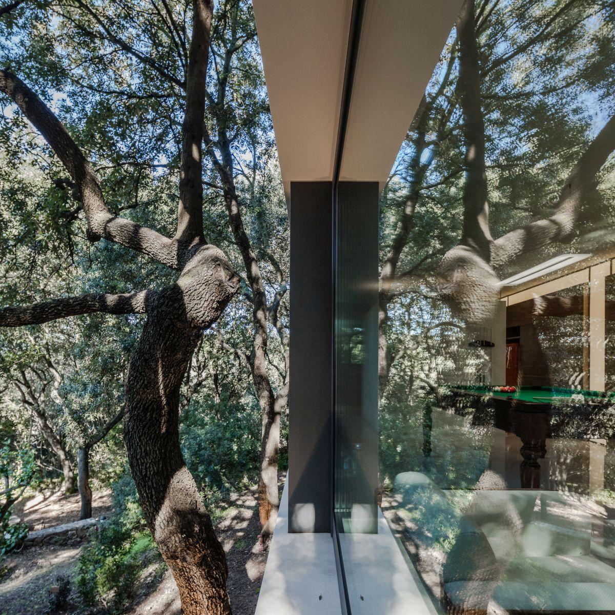 Casa nel Bosco indoor outdoor boundary