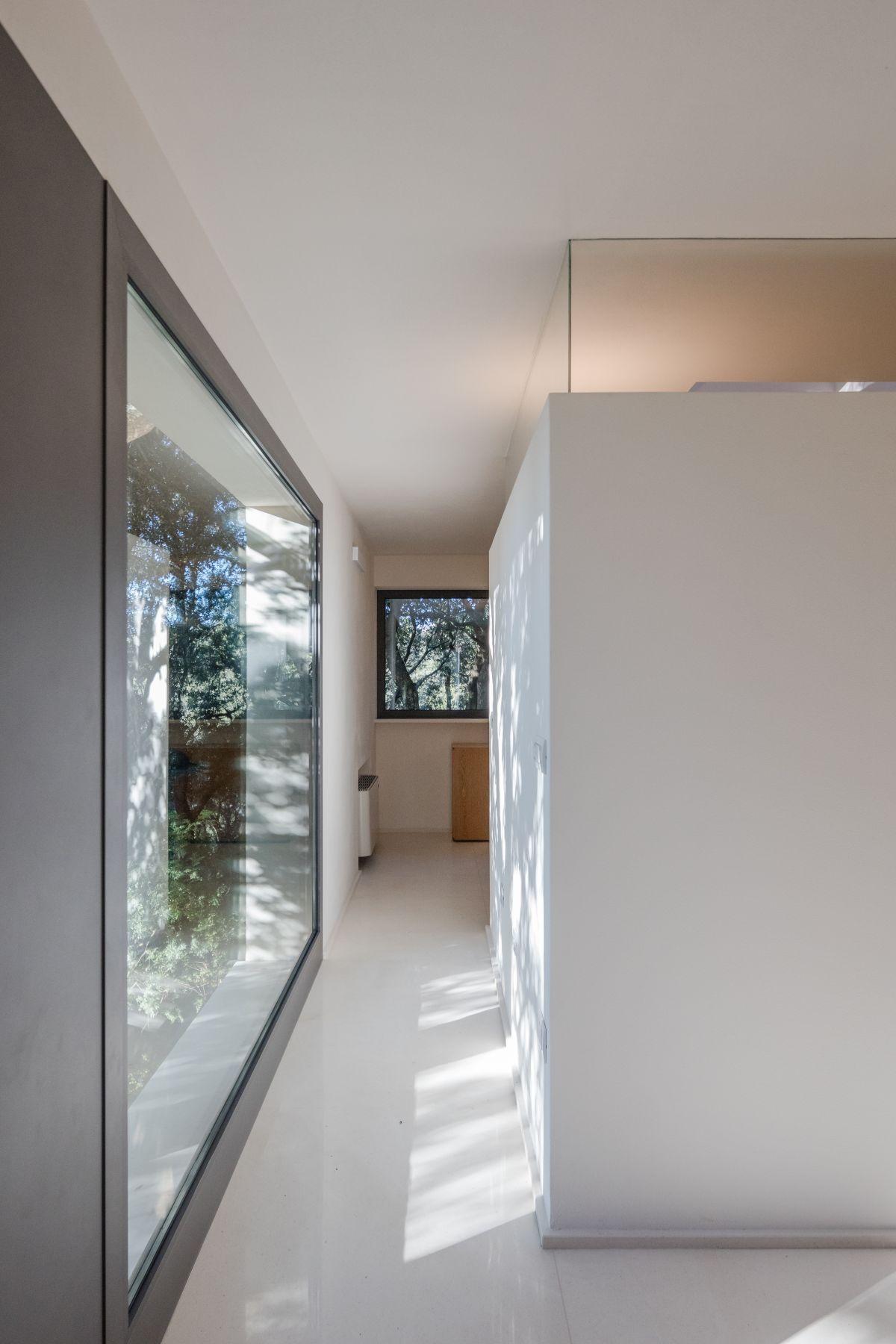 Casa nel Bosco narrow hallway with glass wall