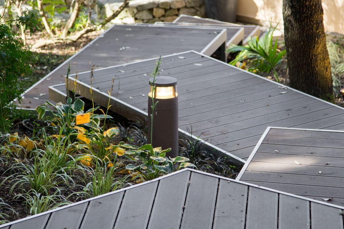 Casa nel Bosco wooden walkway and outdoor lighting