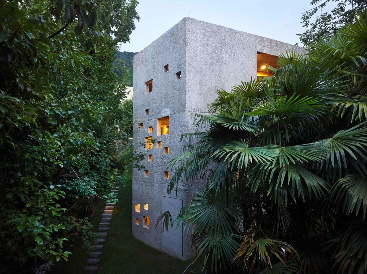 Concrete House in Caviano outer form