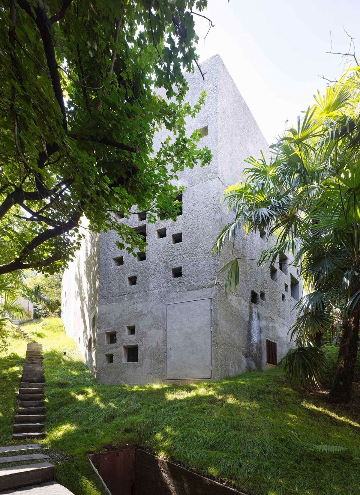 Concrete House in Caviano small openings
