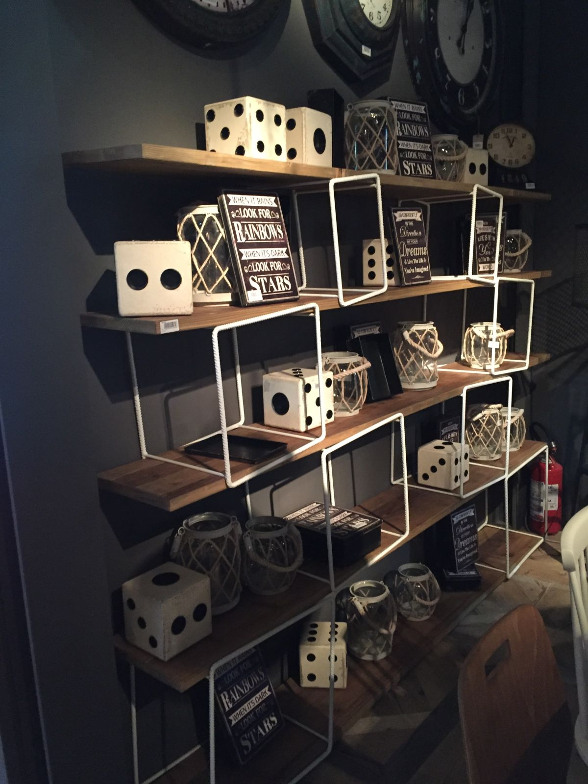 Cube frames shelves