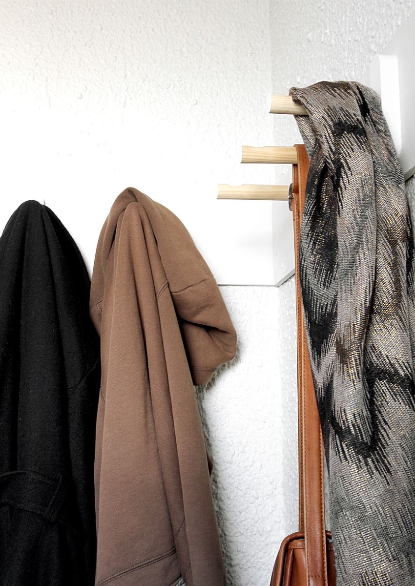 DIY Coat Rack -budge
