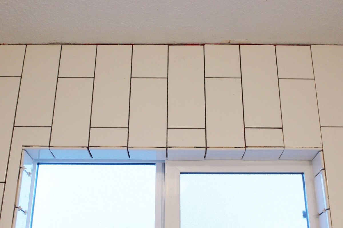 DIY Tile Shower Tub Surround-full tiling above the window