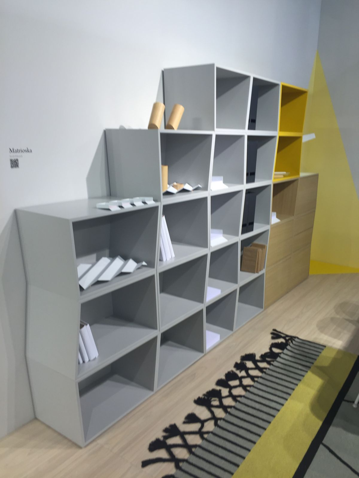 Different ways of shelving unit