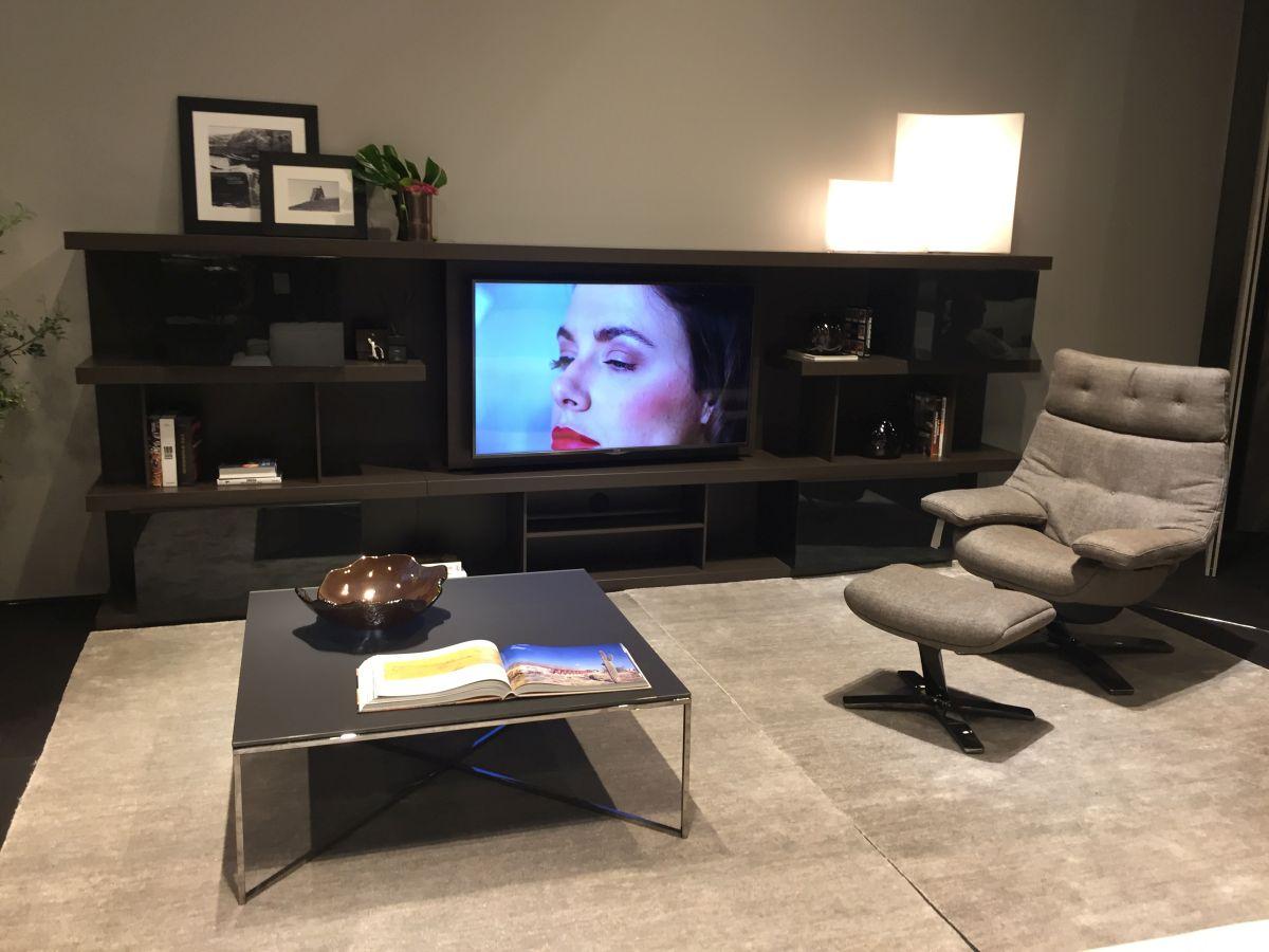 Living room design around Tv