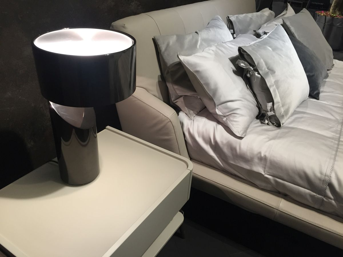 Modern bedroom lampstand