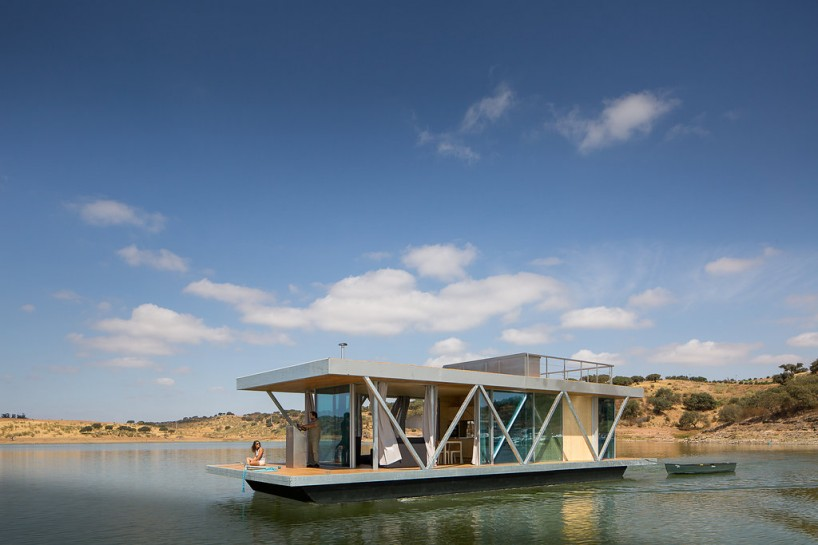 Modular floating house